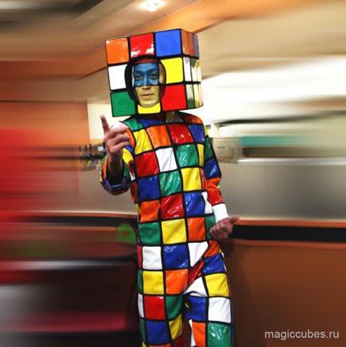 magiccubes_мега-костюм в виде кубика Рубика