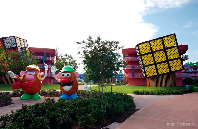 magiccubes_объекты в виде кубика Рубика в парке Disney's Pop Century Resort