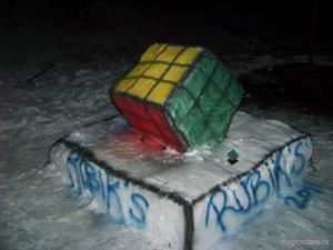 magiccubes.ru_памятник в виде кубика Рубика из снега
