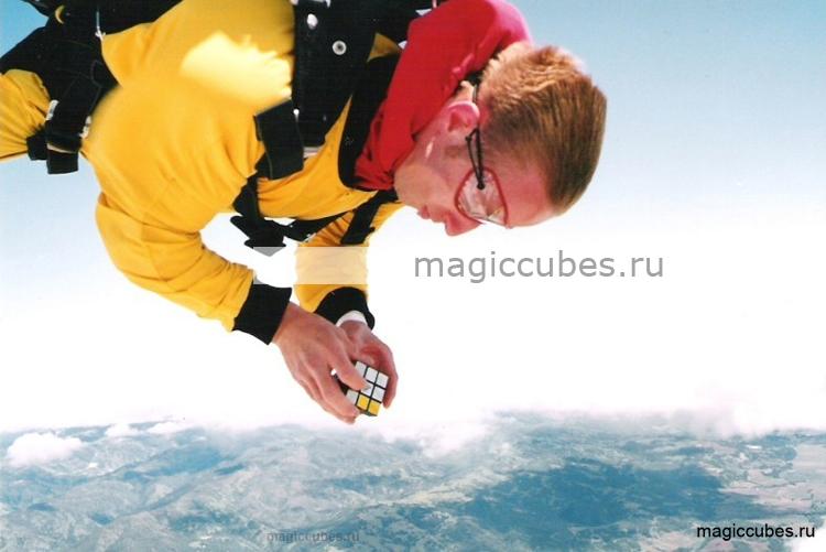 magiccubes_сборка кубика Рубика в свободном падении
